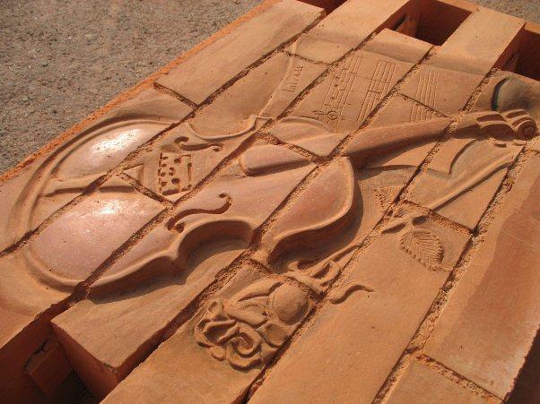 Панно из кирпича и камня