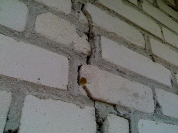 Устраняем трещину в стене своими руками