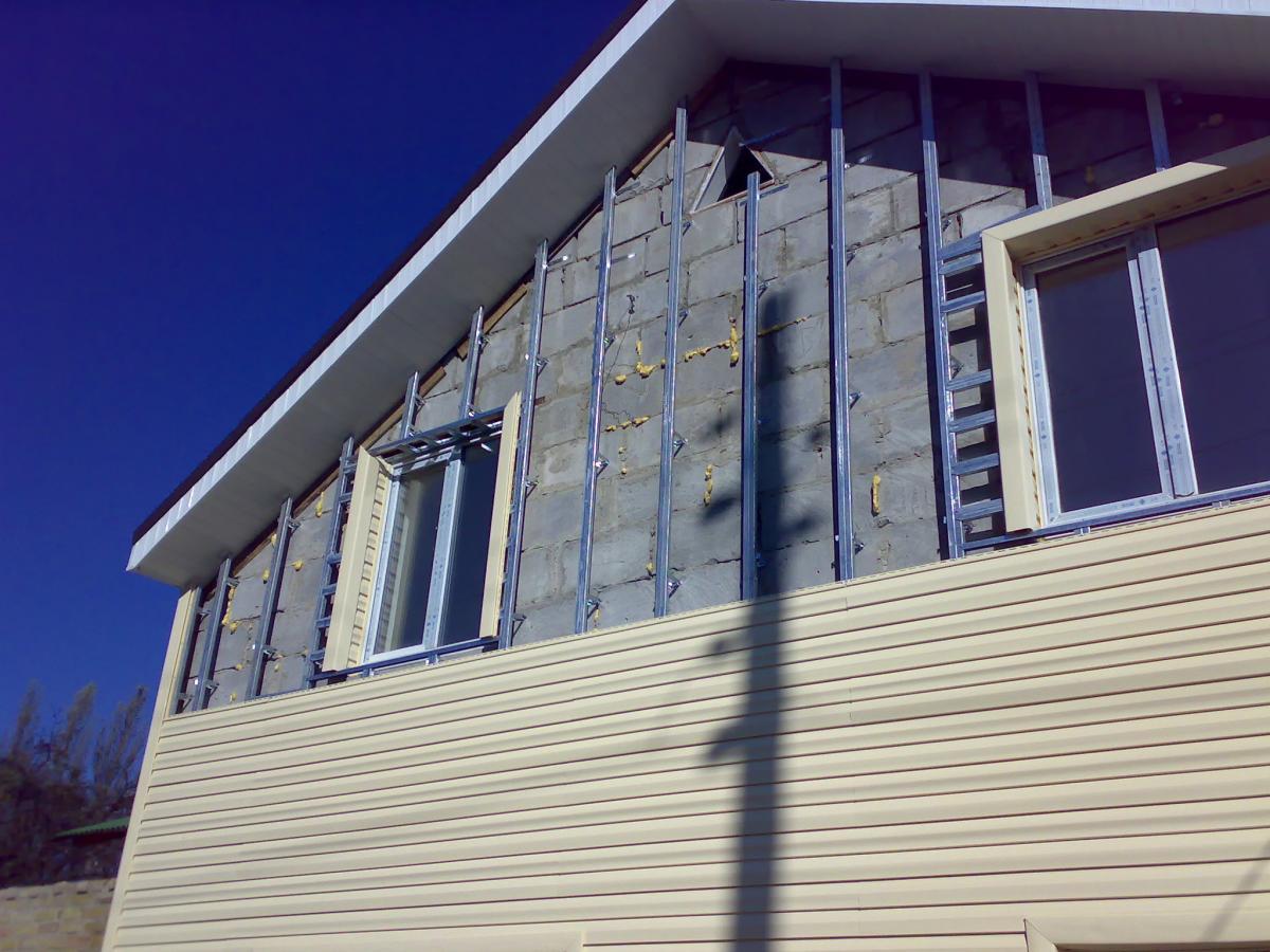 Обшивка дома виниловым сайдингом с утеплителем своими руками