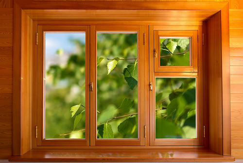 Как красить и ухаживать за деревянными окнами?