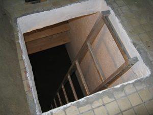vhod-v-pogreb-s-balkona[1]