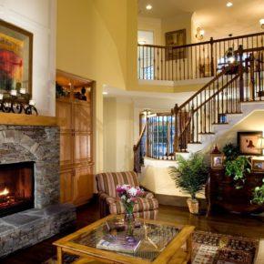 Интерьер гостиной с камином - фото (1)