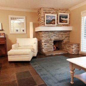 Интерьер гостиной с камином - фото (110)