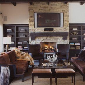 Интерьер гостиной с камином - фото (12)