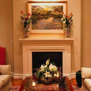 Интерьер гостиной с камином - фото (38)