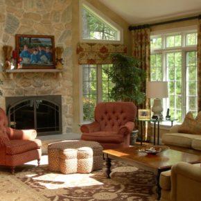 Интерьер гостиной с камином - фото (42)