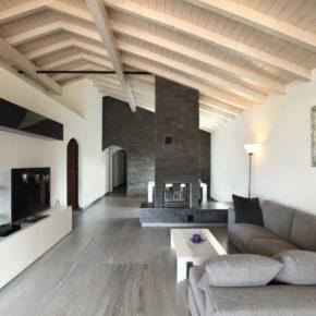 Интерьер гостиной с камином - фото (69)