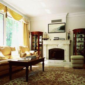 Интерьер гостиной с камином - фото (79)