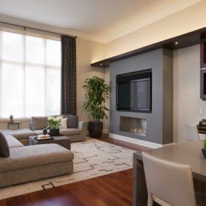 Интерьер гостиной с камином - фото (83)