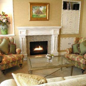 Интерьер гостиной с камином - фото (94)