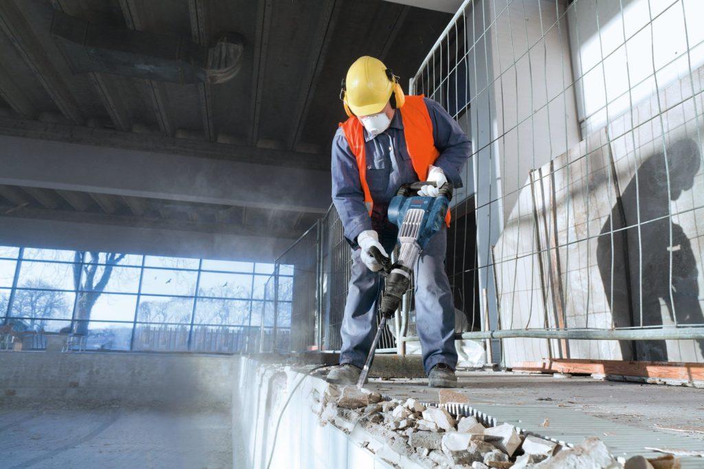 3-Demontazh-betona-i-drugih-materialov-otboynyimi-molotkami[1]