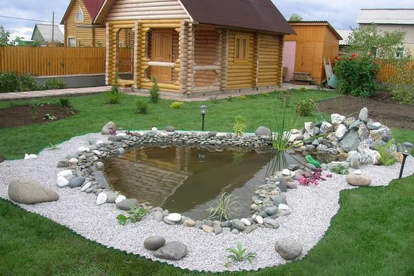 баня с прудом